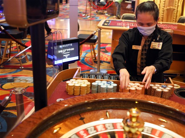 How To show Online Gambling Like A pro?